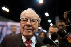 Động thái bất ngờ của tỉ phú Warren Buffett khiến thị trường xôn xao