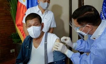 Philippines bắt giam người đeo khẩu trang sai cách
