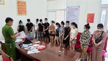 Bất chấp dịch COVID-19, nhóm thanh niên tổ chức tiệc ma túy trong khách sạn
