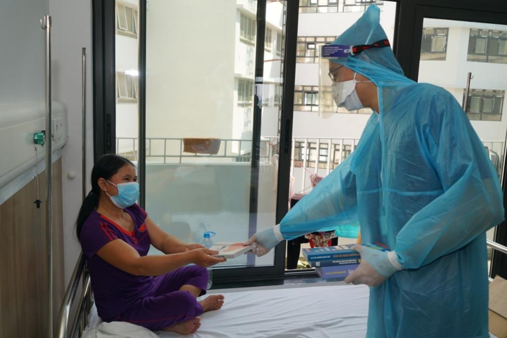 Tiếp tục chuyển người bệnh từ viện Nhiệt đới tới Bạch Mai Hà Nam