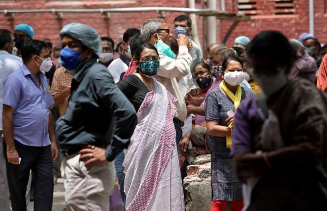 """Giữa """"bão"""" COVID-19, nhà virus học hàng đầu Ấn Độ bất ngờ từ chức"""