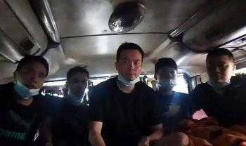 5 người Trung Quốc nấp trong thùng carton