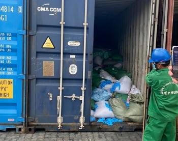 15 tấn găng tay bẩn nghi nhập về từ Trung Quốc