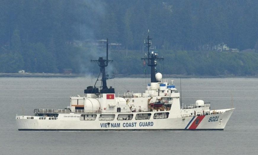 Tàu tuần duyên Mỹ loại biên đã sơn quốc kỳ Việt Nam