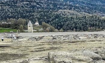 Ngôi làng Italy nhô lên từ mặt hồ sau 70 năm
