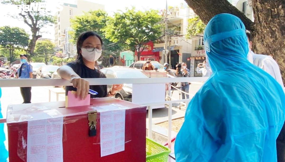 Hình ảnh đặc biệt cử tri Đà Nẵng đi bầu cử trong các khu cách ly dịch COVID-19 - 1