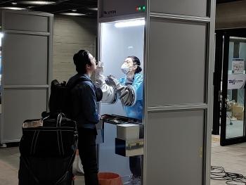Cách lấy mẫu Covid-19 tiết kiệm sức lực nhân viên y tế