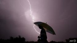 Ấn Độ: Mưa bão lớn, sét đánh chết hơn 100 người trong một ngày