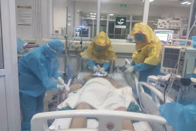 """Bệnh nhân Covid-19 22 tuổi Long An """"tiên lượng nguy kịch"""""""