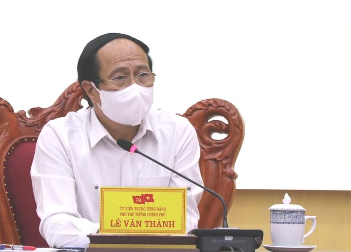 Phó Thủ tướng: Không thiếu tiền để bảo vệ sản xuất, bảo vệ sức khỏe người dân