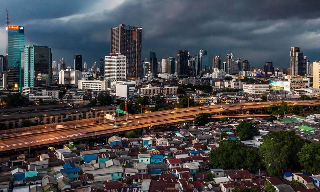 Covid-19 thổi bùng uất ức giàu - nghèo tại Thái Lan