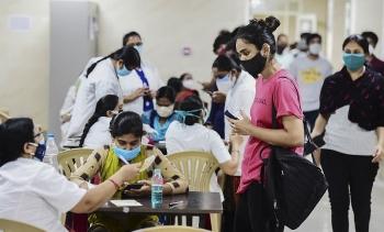 Ấn Độ miễn phí vaccine cho người trưởng thành