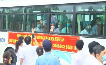 52 bác sĩ Nghệ An chi viện Hà Tĩnh chống dịch
