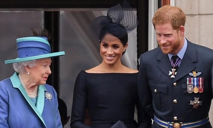 Nữ hoàng Anh dang tay với Harry