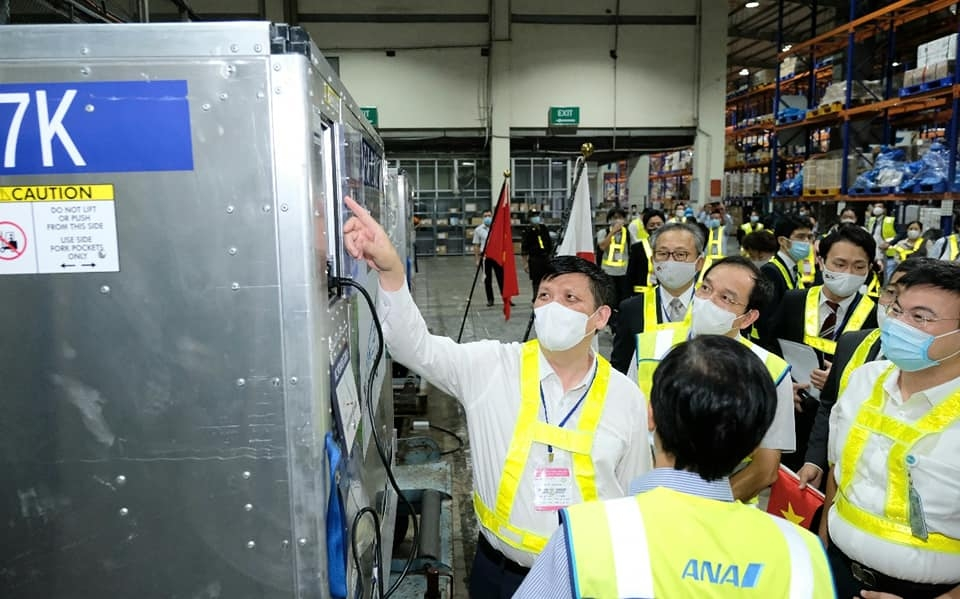 Gần một triệu liều vaccine Covid-19 từ Nhật Bản về Việt Nam