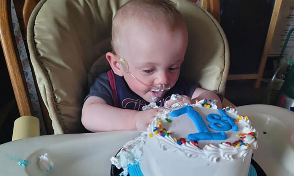Em bé sinh non nhất thế giới đón sinh nhật đầu tiên