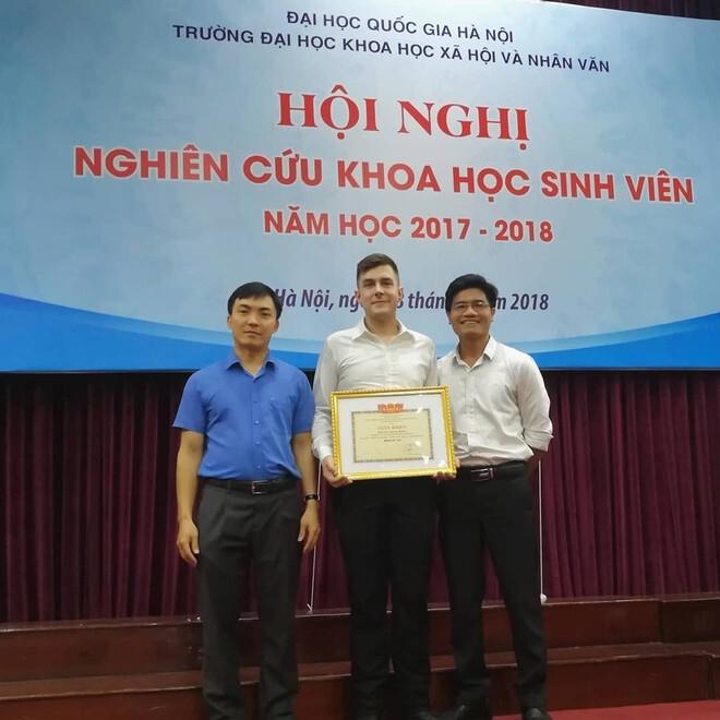 Du học sinh Đức đạt điểm 10 khóa luận bằng tiếng Việt