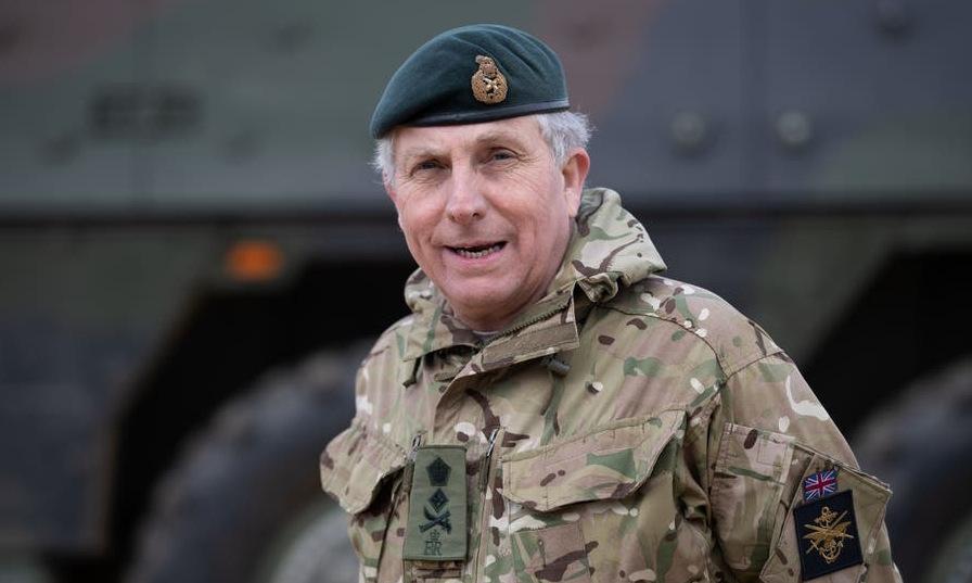 Loạt tư lệnh quân đội Anh cách ly vì Covid-19
