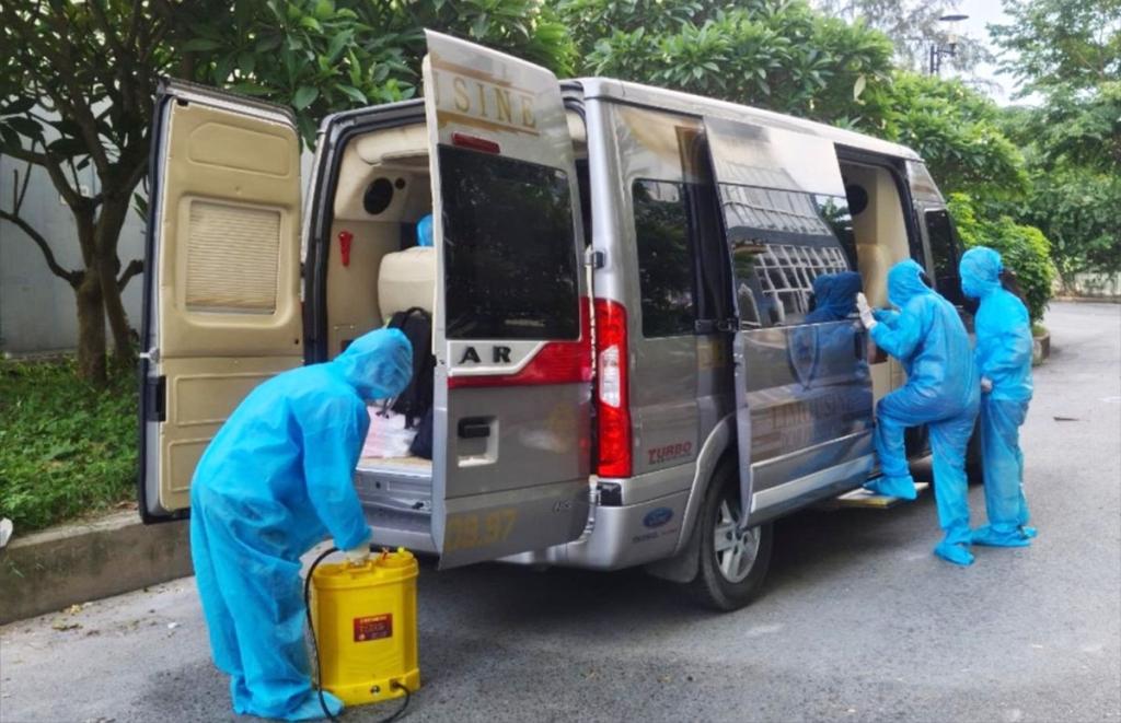 TP HCM dùng xe khách chuyên dụng chở người mắc Covid-19