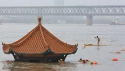 Trung Quốc chưa hết lũ lụt, thời tiết lại nắng nóng gay gắt
