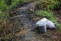 Ba đối tượng đổ dầu làm ô nhiễm nguồn nước sạch sông Đà lĩnh án