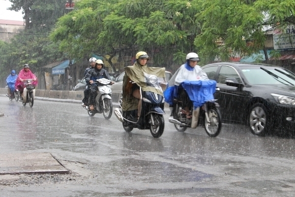 Dự báo thời tiết ngày 5/7: Bắc Bộ mưa lớn, vùng áp thấp tiến vào Biển Đông - 1