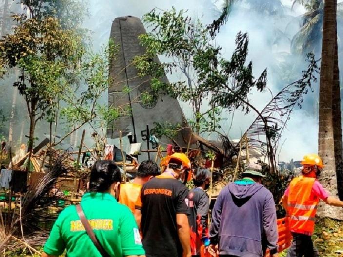 Quân đội Philippines: Máy bay chở 96 người ở tình trạng rất tốt trước khi rơi - 1