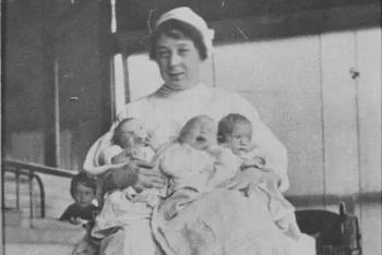 """Vụ án 37 trẻ chết ở """"trang trại sơ sinh"""" và sự phẫn nộ của người Australia"""