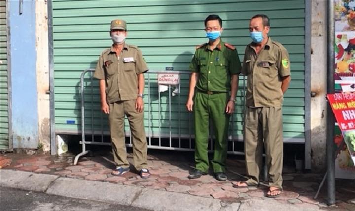 Hà Nội: Phong toả 3 căn hộ liên quan nam kỹ sư dương tính với SARS-CoV-2 - 1