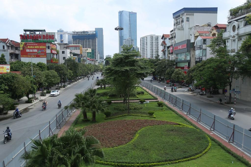 Hà Nội xén dải phân cách, mở rộng tuyến đường trung tâm