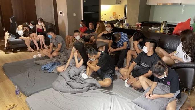Bất chấp COVID-19, 17 nam nữ thanh niên vẫn tụ tập bay lắc  - 1