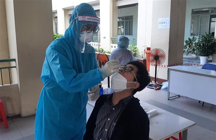 TP.HCM vượt 17.000 người mắc COVID-19, lây lan ra 36 tỉnh thành  - 1