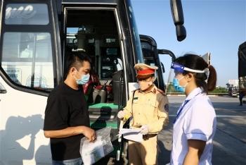 Hà Nội lập chốt kiểm soát, nhiều tài xế từ vùng dịch phải quay đầu