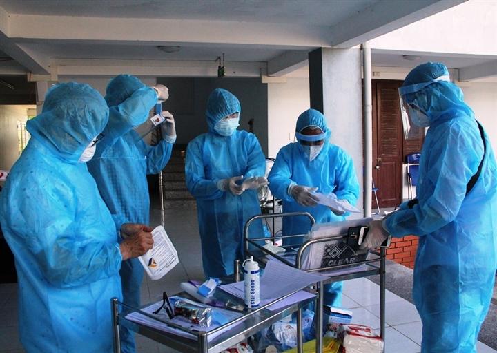BS Trương Hữu Khanh: TP.HCM cần làm 3 việc nếu không muốn quá tải hệ thống y tế - 2