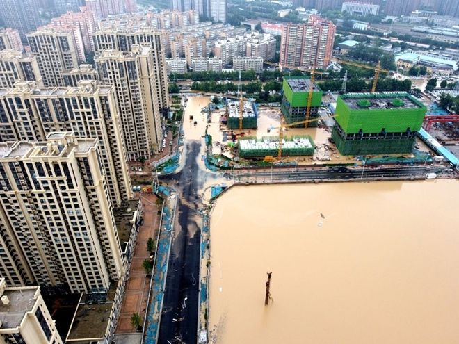 """25 người chết vì trận mưa """"ngàn năm có một"""" ở Trung Quốc"""