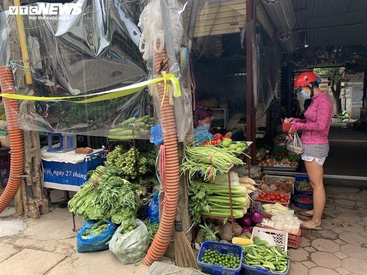 Cảnh mua bán khác lạ chưa từng có ở chợ Hà Nội  - 5