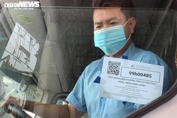 Gỡ vướng lưu thông hàng hóa, Chính phủ chỉ đạo không kiểm tra xe chở hàng có QR - 1