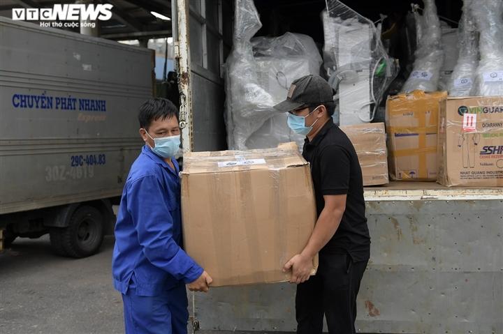 Cận cảnh toa tàu vận chuyển hơn 10 tấn trang thiết bị y tế vào TP.HCM chống dịch - 5