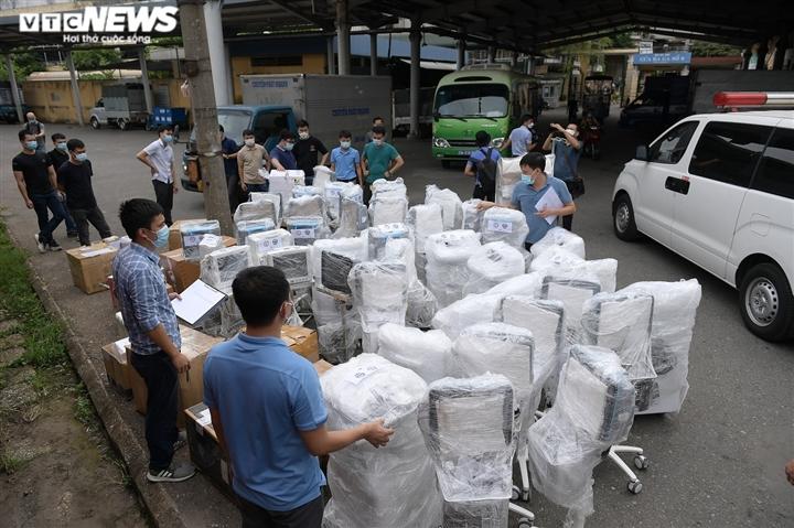 Cận cảnh toa tàu vận chuyển hơn 10 tấn trang thiết bị y tế vào TP.HCM chống dịch