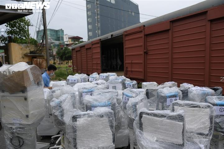 Cận cảnh toa tàu vận chuyển hơn 10 tấn trang thiết bị y tế vào TP.HCM chống dịch - 12