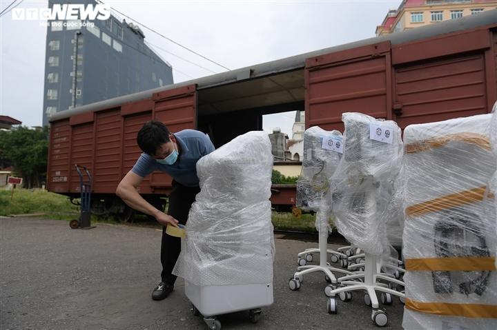 Cận cảnh toa tàu vận chuyển hơn 10 tấn trang thiết bị y tế vào TP.HCM chống dịch - 2