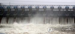 Mưa lớn dồn dập, đập lớn Hàn Quốc hoạt động hết công suất