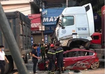 Hà Nội: Khởi tố vụ xe container đâm vào xe 4 chỗ khiến 3 người tử vong