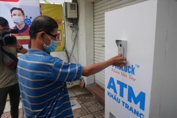 """Ngày đầu """"ATM khẩu trang"""" miễn phí hoạt động: Thiếu nguồn cung phát cho dân"""