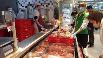 Trong 2 tuần, giá lợn hơi giảm 10.000 đồng/kg