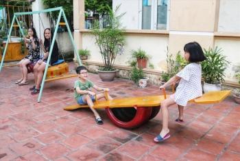 Hà Nội: Tận dụng đồ tái chế làm khu vui chơi miễn phí cho trẻ em