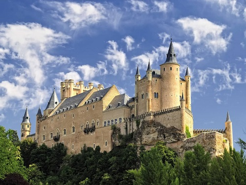 10 tòa lâu đài cổ tráng lệ nhất thế giới, tới một lần là cả đời 'đắm say' - Ảnh 4