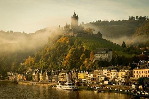 10 tòa lâu đài cổ tráng lệ nhất thế giới, tới một lần là cả đời 'đắm say' - Ảnh 9