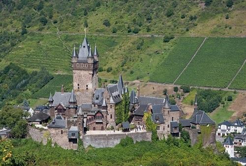 10 tòa lâu đài cổ tráng lệ nhất thế giới, tới một lần là cả đời 'đắm say' - Ảnh 10