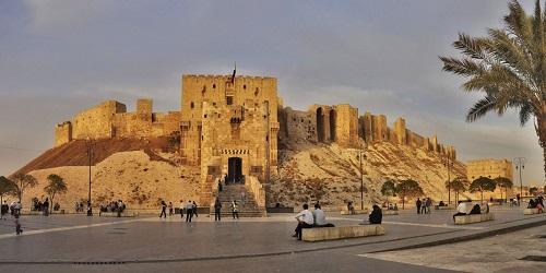 10 tòa lâu đài cổ tráng lệ nhất thế giới, tới một lần là cả đời 'đắm say' - Ảnh 11